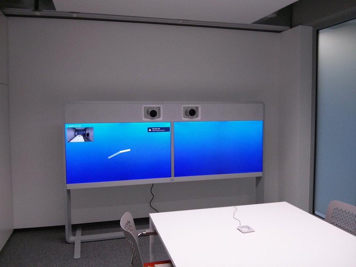 Monitory z kamerą do wideokonferencji